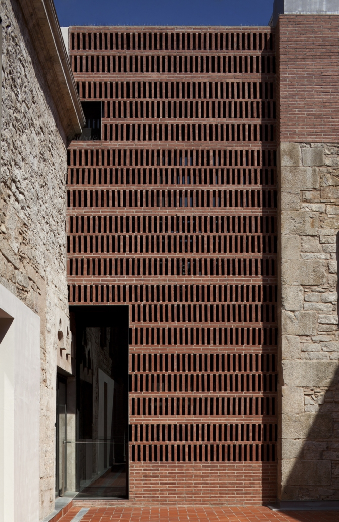 Meritxell Inaraja_ Revitalization of an old mint into cultural center, Barcelona
