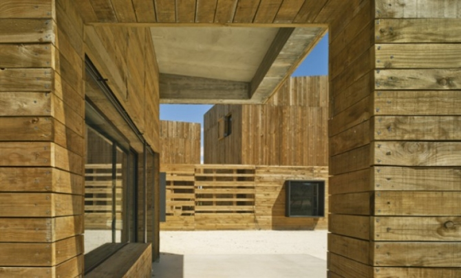 Blancafort-Reus Arquitectura_ House for three sisters, Bullas